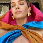 Ольга Сумська поділилася знімками, на яких зображена в українському етнічному наряді на тлі хати-мазанки