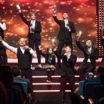 Тримаючись за руки: Макс Барських з'явився на публіці у супроводі відомої співачки